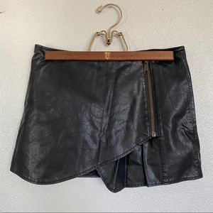 Free People mini skirt / skort with faux leather
